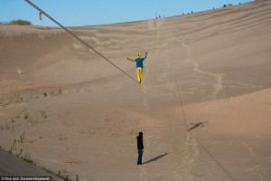 Alexander Schülz verbreekt het wereldrecord longline in een Chinese woestijn.